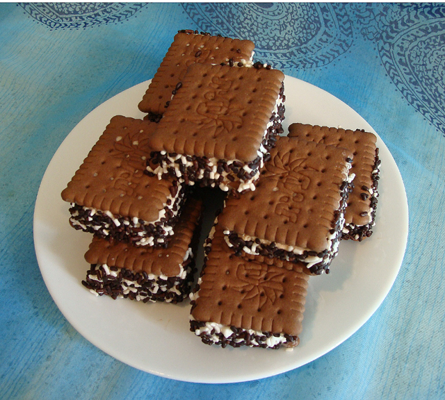 Ice Cream Sandwiches With Tea Bisquits copy