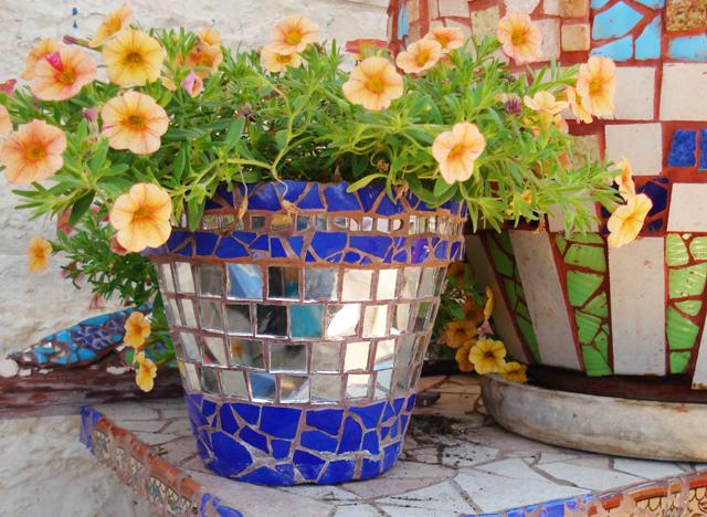 Mosaic flower+urn