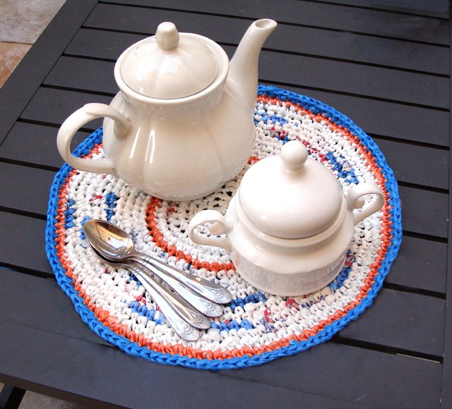 Crocheted Place Mat from Plastic Bags