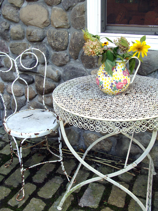 Rose-Home-Back-Yard-Table