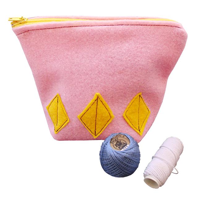 Felt zippered pouch+thread