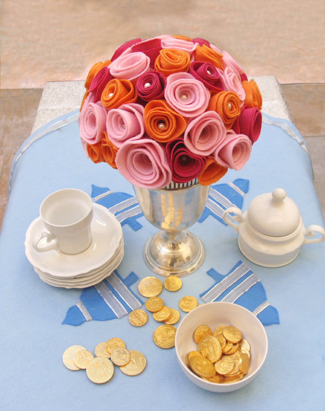 Felt Roses Centerpiece With Felt Tablecloth