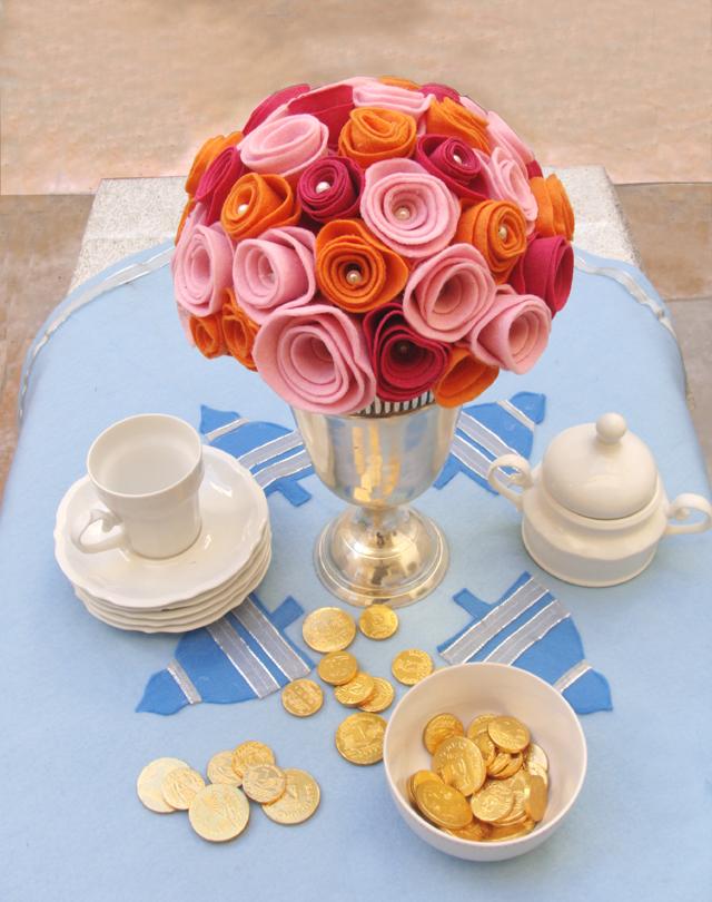 Felt Roses Centerpiece With Felt Tablecloth