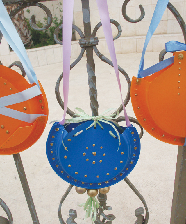 Purim purses on fence & Make Designer Purses from Recycled Plastic Plates (To Hold Treats ...