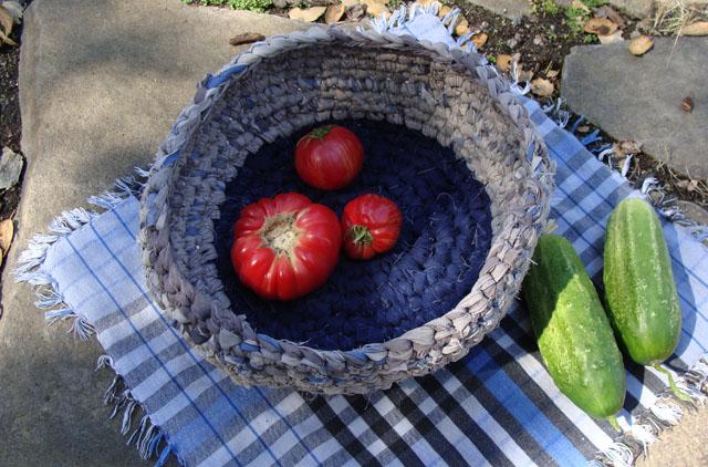 Crocheted rag basket 4