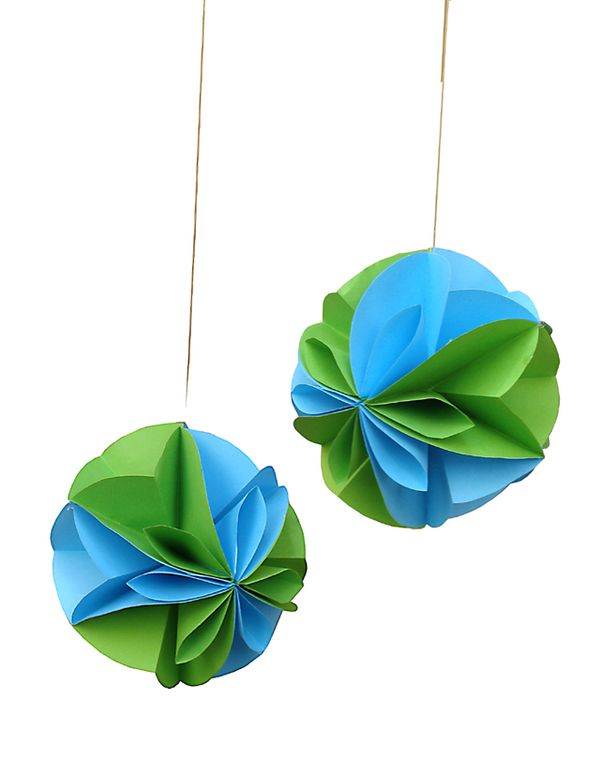Paper Party Decorations Part 2 A Floral Globe Perfect For The Succah Creative Jewish Mom