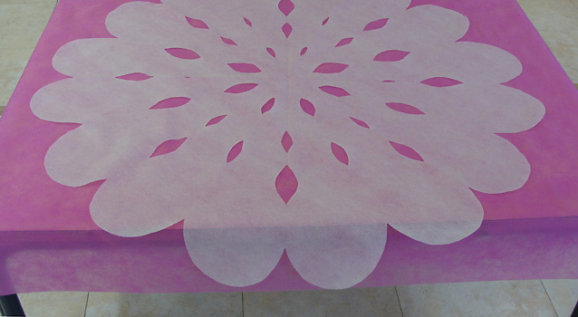Budget Party Snowflake blossom table runner