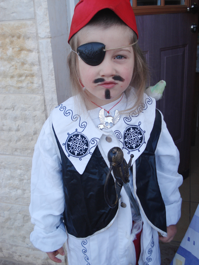 Purim Pirate close