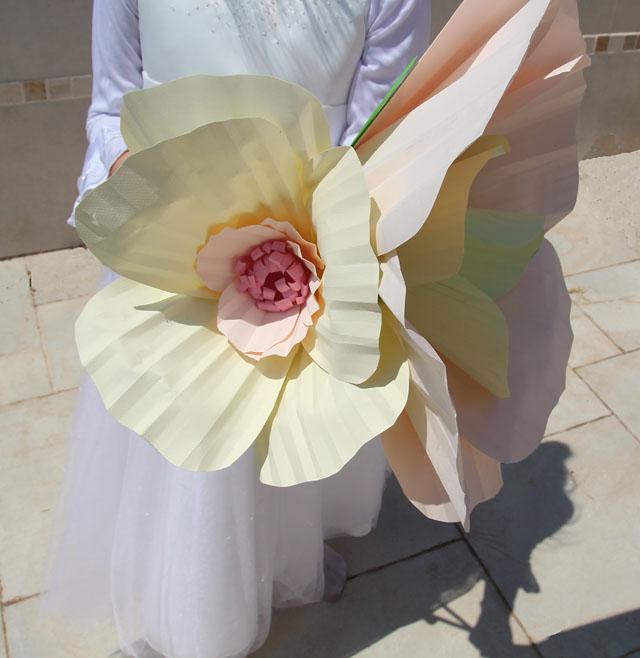 Giant paper flowers sneak peek creative jewish mom giant paper flowers poppies mightylinksfo