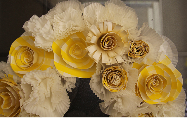 Cupcake liner paper plate flower wreath4