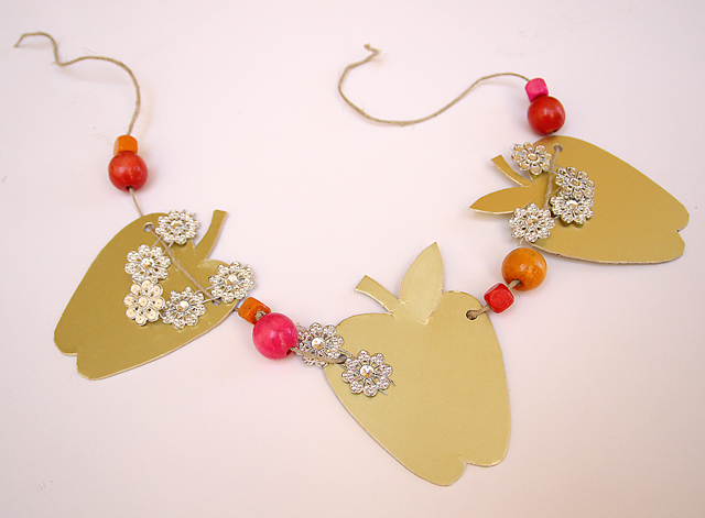 Rosh HaShana Craft Golden Apple Garland