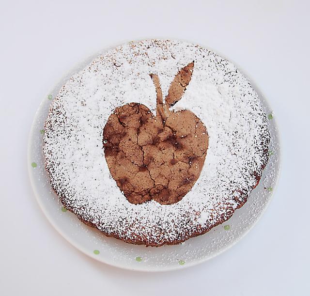 Apple cake powdered sugar decoration