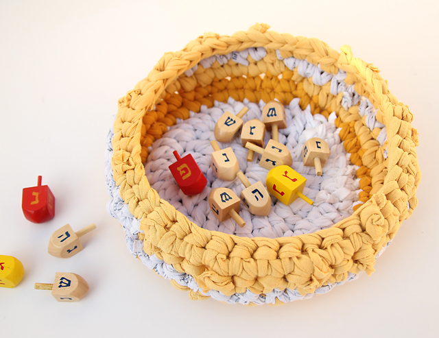 Crocheted t-shirt basket with dreidels