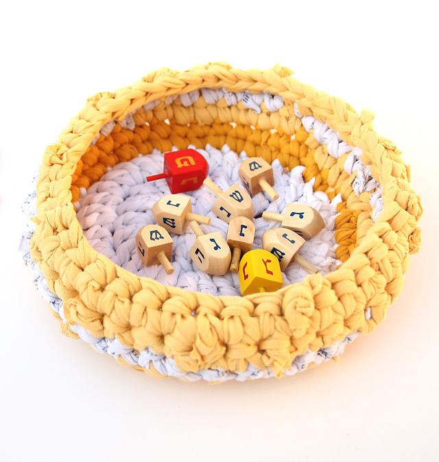 Crocheted t-shirt basket 2