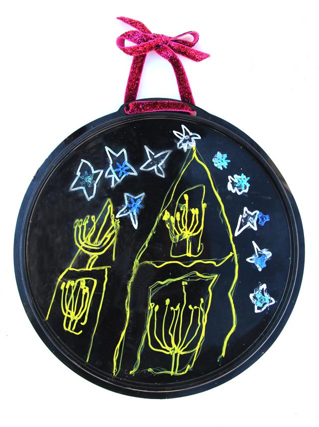 Chanukah kid's craft on plastic tray
