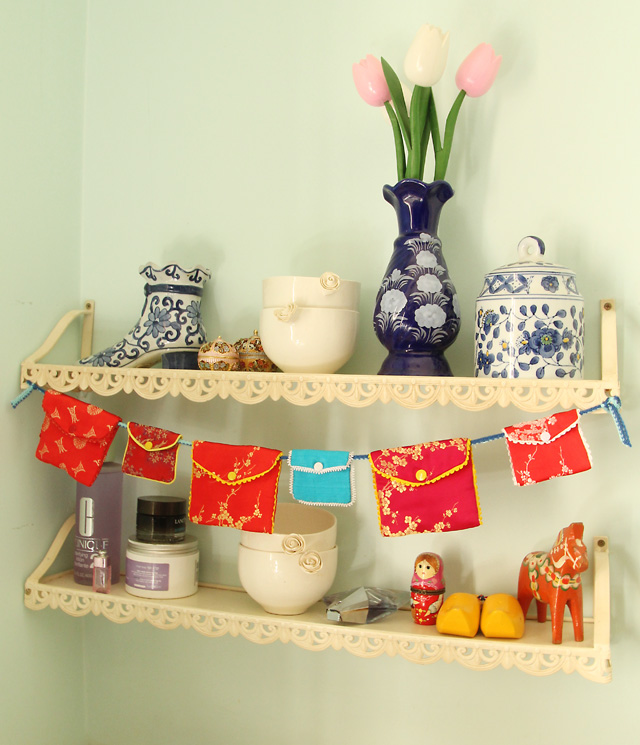 Chinese Pouch Bunting Banner
