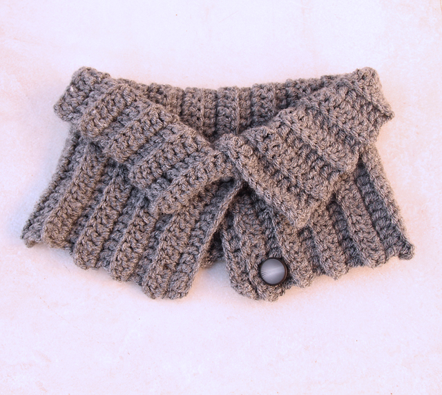 Crocheted Ribbed Button Up Cowl