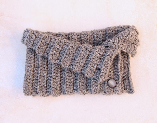 Crochet Button up cowl side button