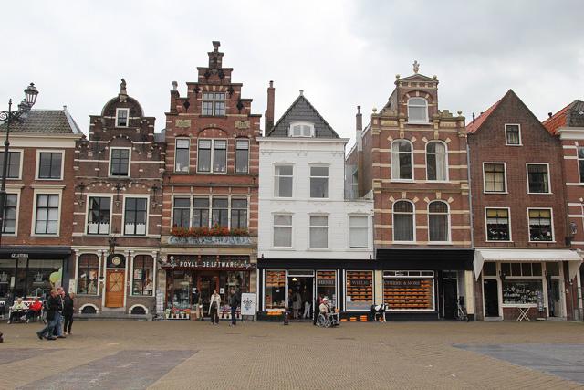 Delft, Town square shops