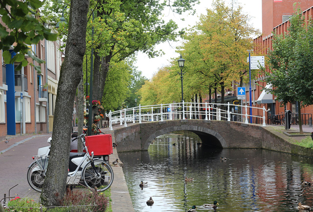 Delft, Canal in new section of town