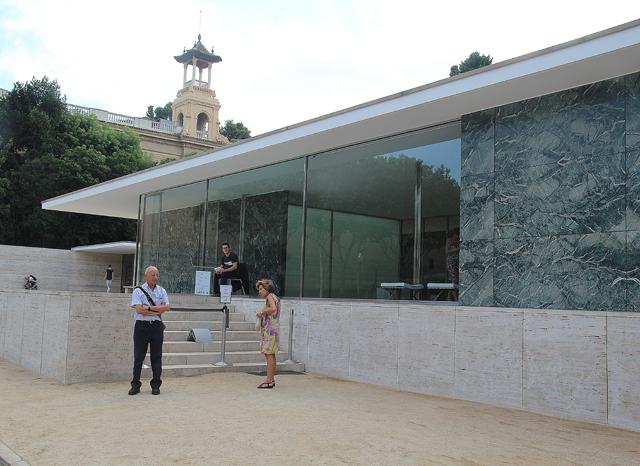 Mies Van Der Rohe Pavilion outside