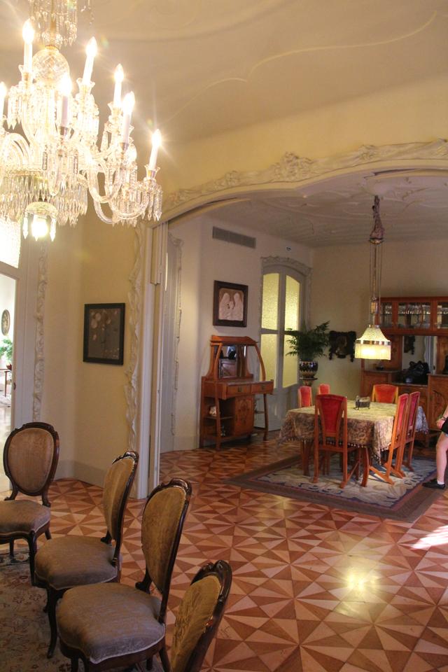 Casa Mila Apartment dining room