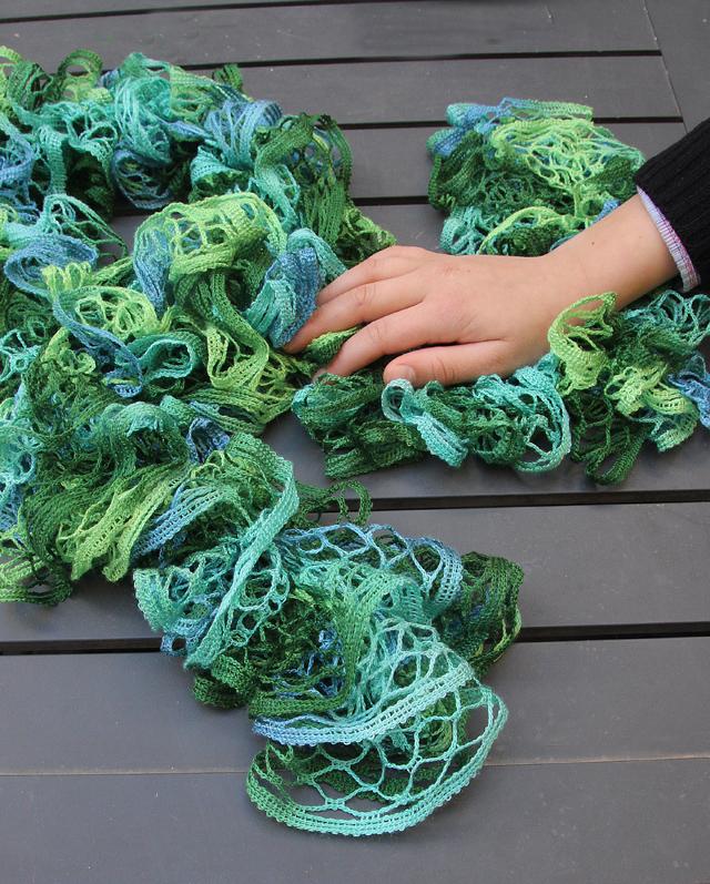 Knit Mesh Yarn scarf close up