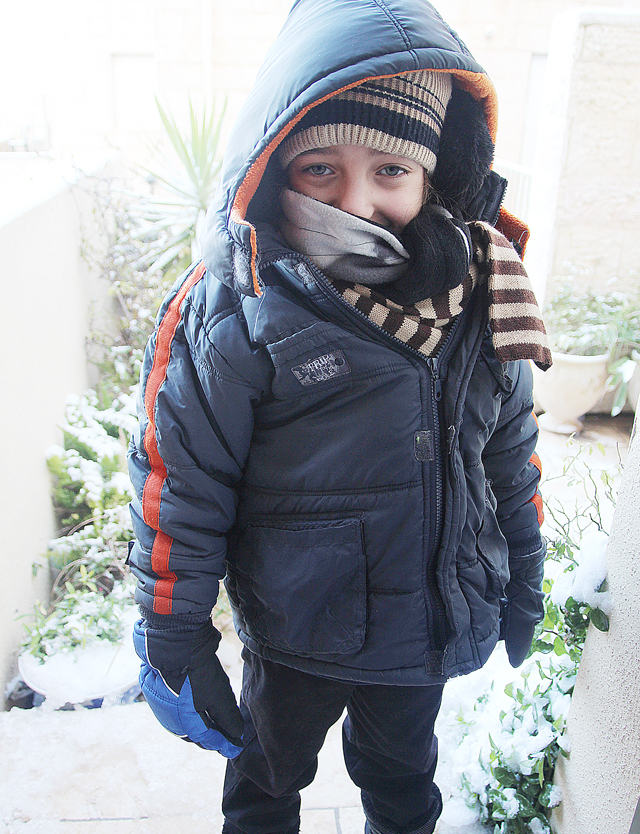 Snow 2013 Little boy bundled up!