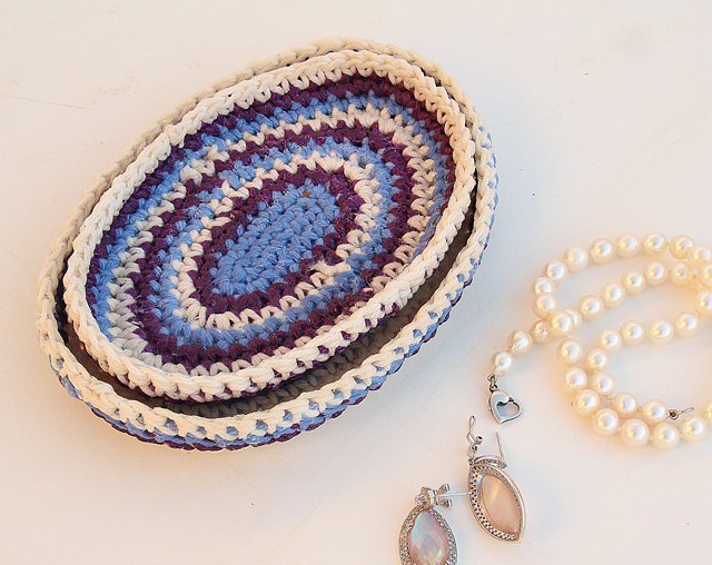Crocheted nesting oval catchall trays