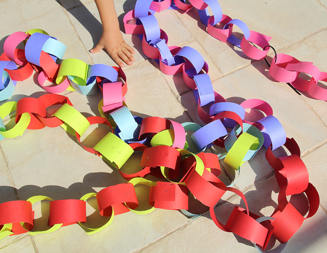 A Giant Paper Chain For The Succah! - creative jewish mom