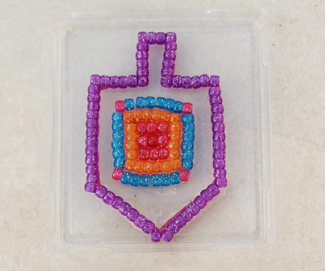 Hanukkah Beaded sun catcher step 4