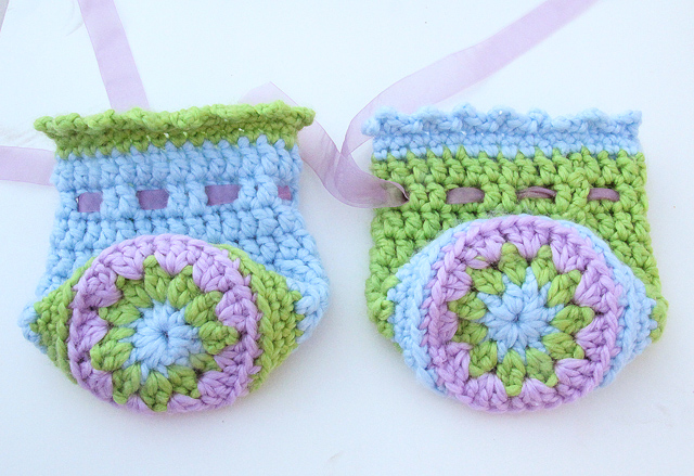 Crocheted Gift Pouches With Medallion Base detail