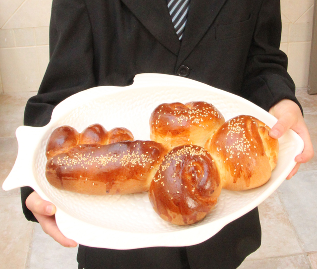 Shlissel key shaped challah baked