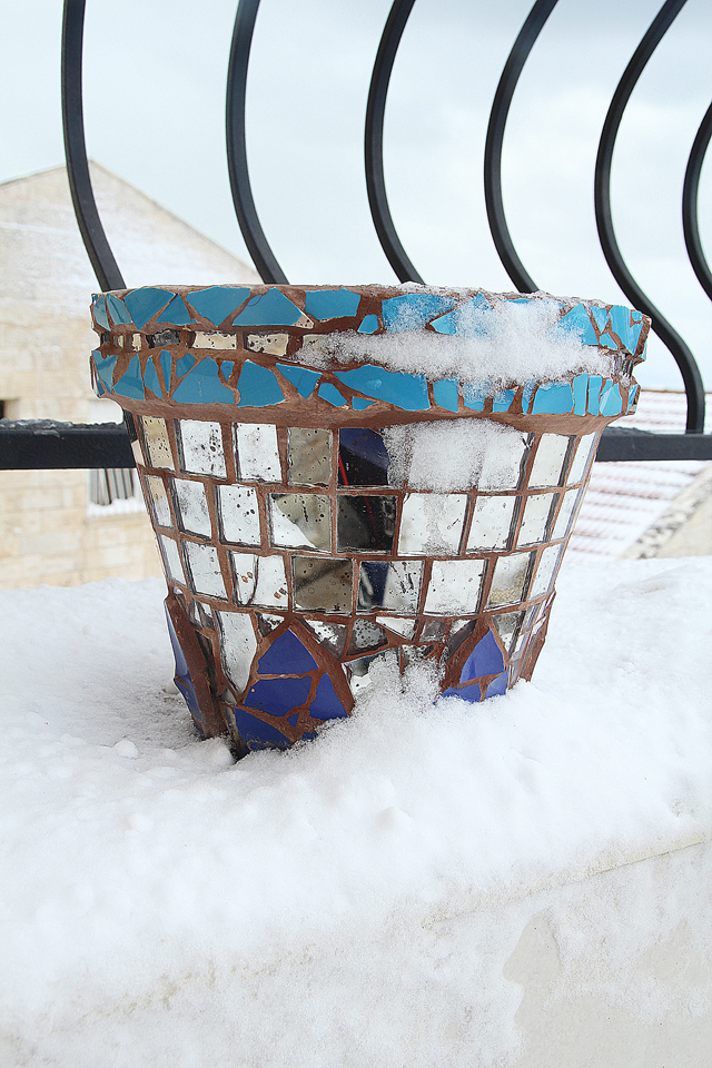 Snow In Israel Jan 2013 with mosaic pot
