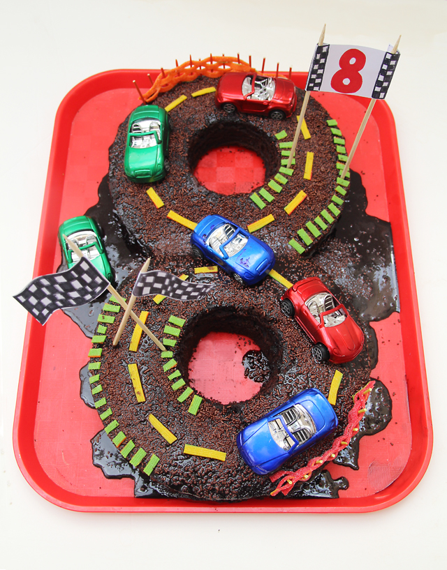 Figure eight roadrace birthday cake