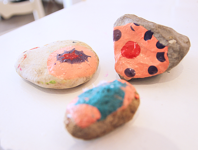 Finger nail polish craft with rocks failure