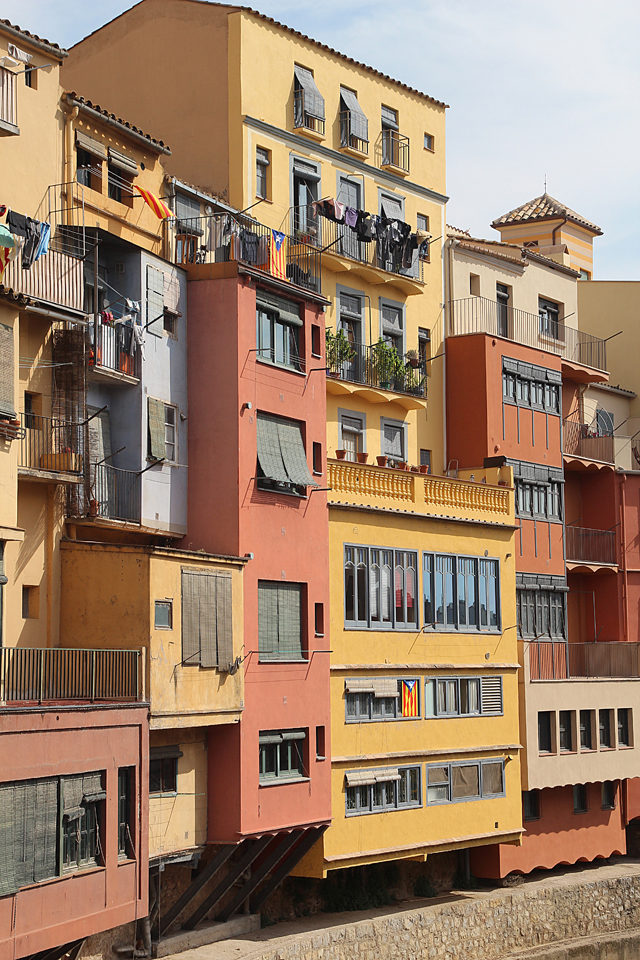 Girona River Buildings2
