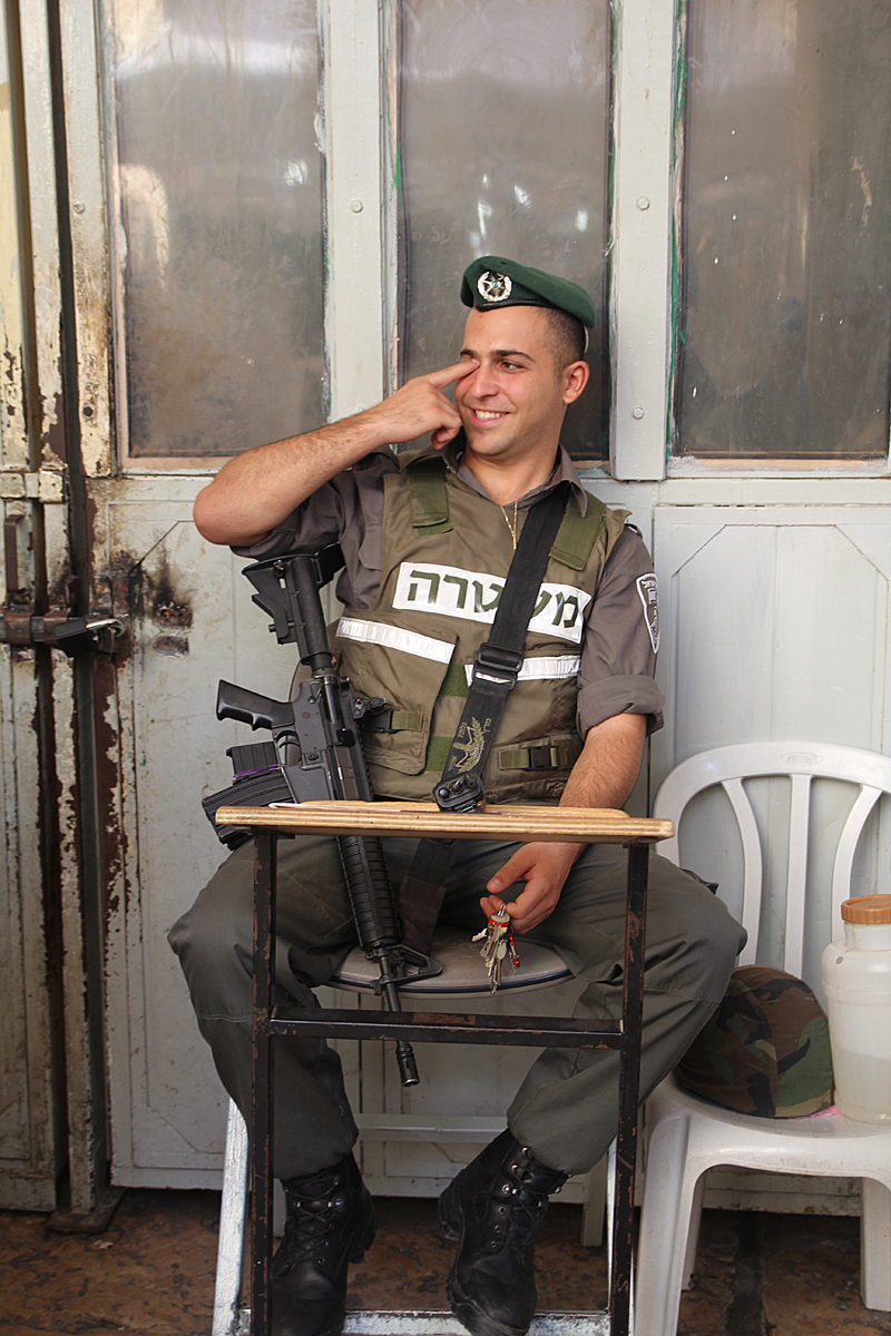 Marat HaMachpela, Guard to door to Rivka,Yitzchak