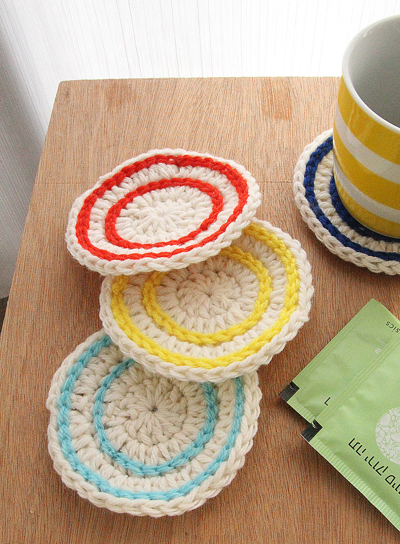 Crocheted stripes coasters with tea