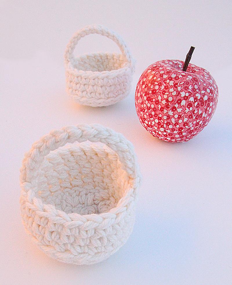 Crocheted tiny basket for treats