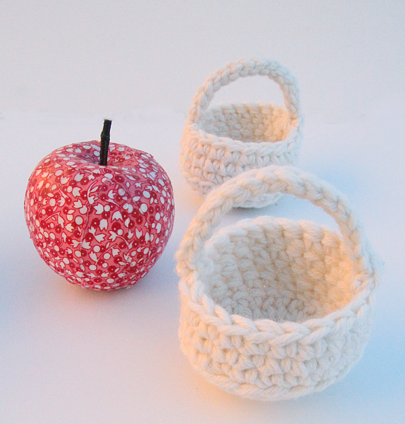 Crocheted tiny gift basket with apple