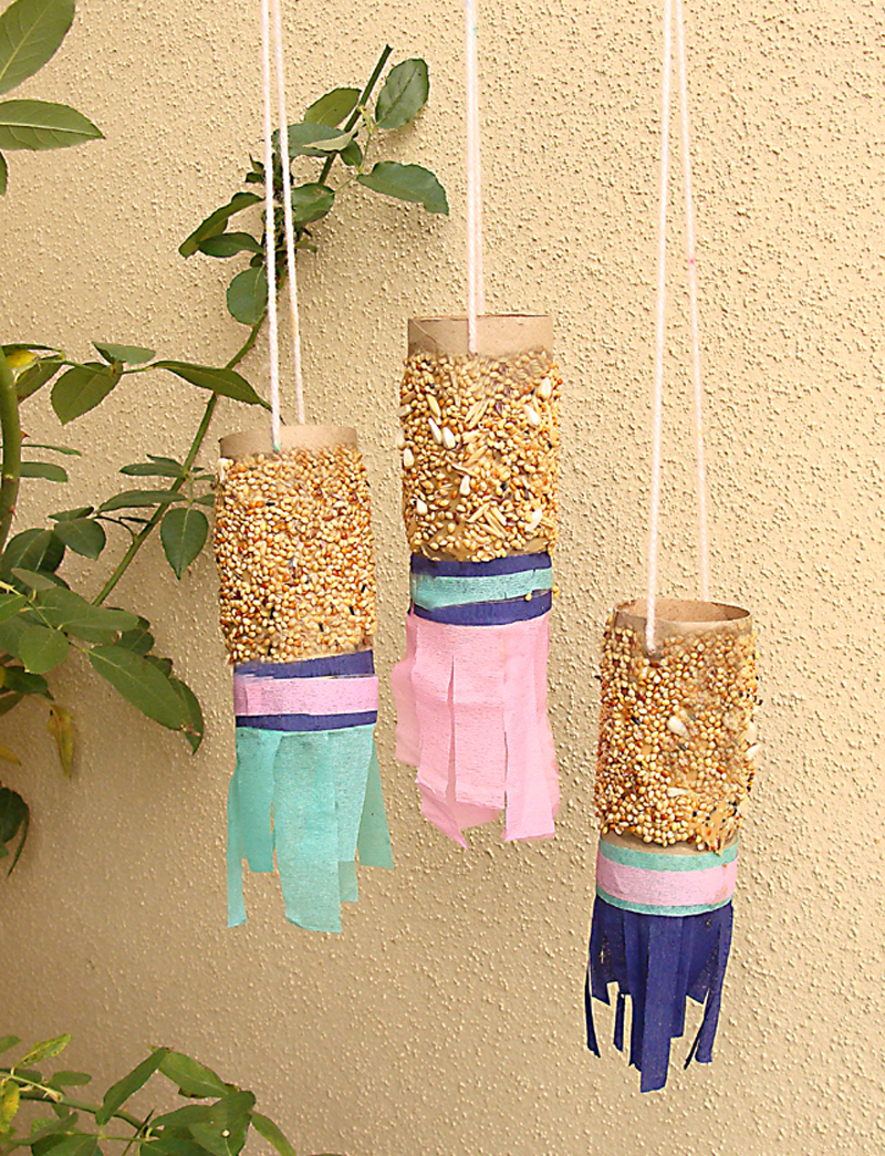 Shabbbat shira toilet paper tube bird feeder
