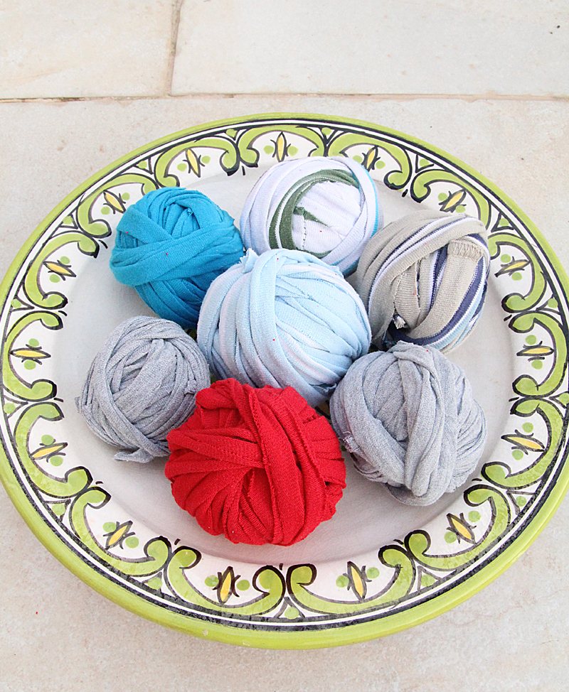 T-shirt yarn from kid's shirts striped and solid