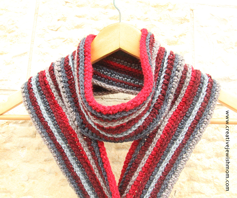 Crochet Ribbed striped scarf close up