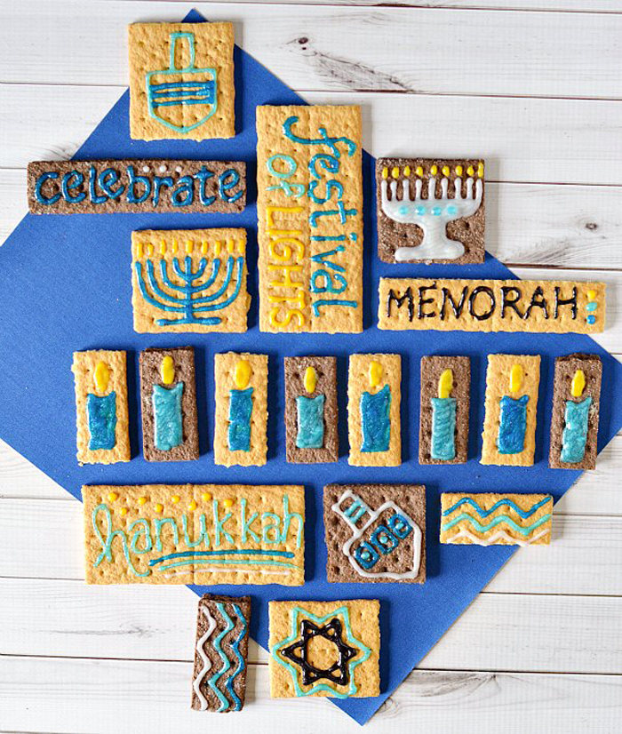 Hanukkah graham crackers decorated