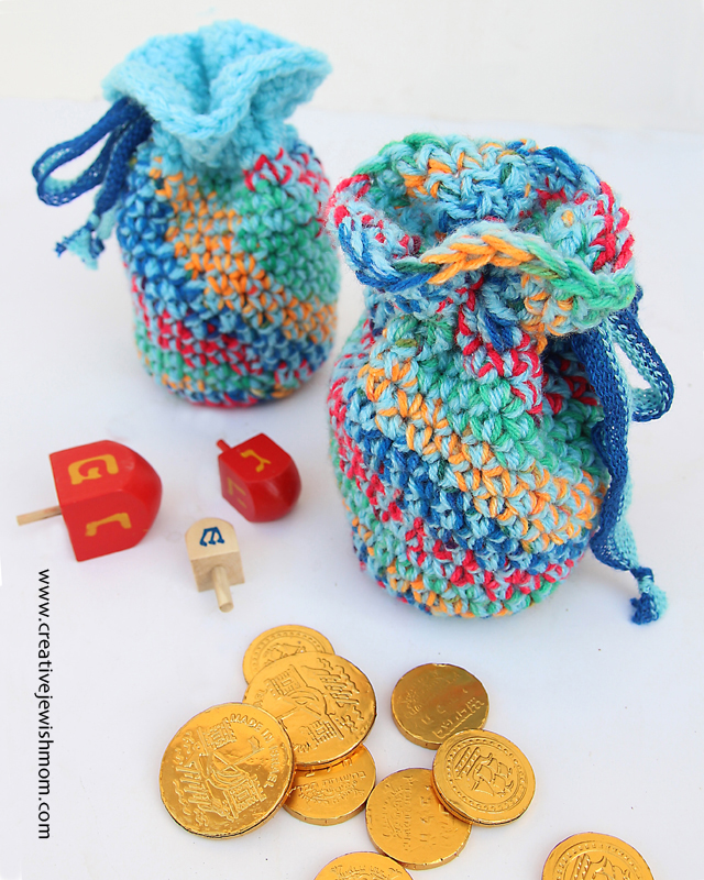 Crocheted Chunky Pouch With Variegated Yarn