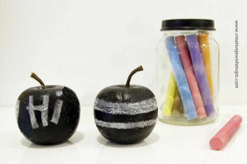 Chalkboard apples DIY kid's craft