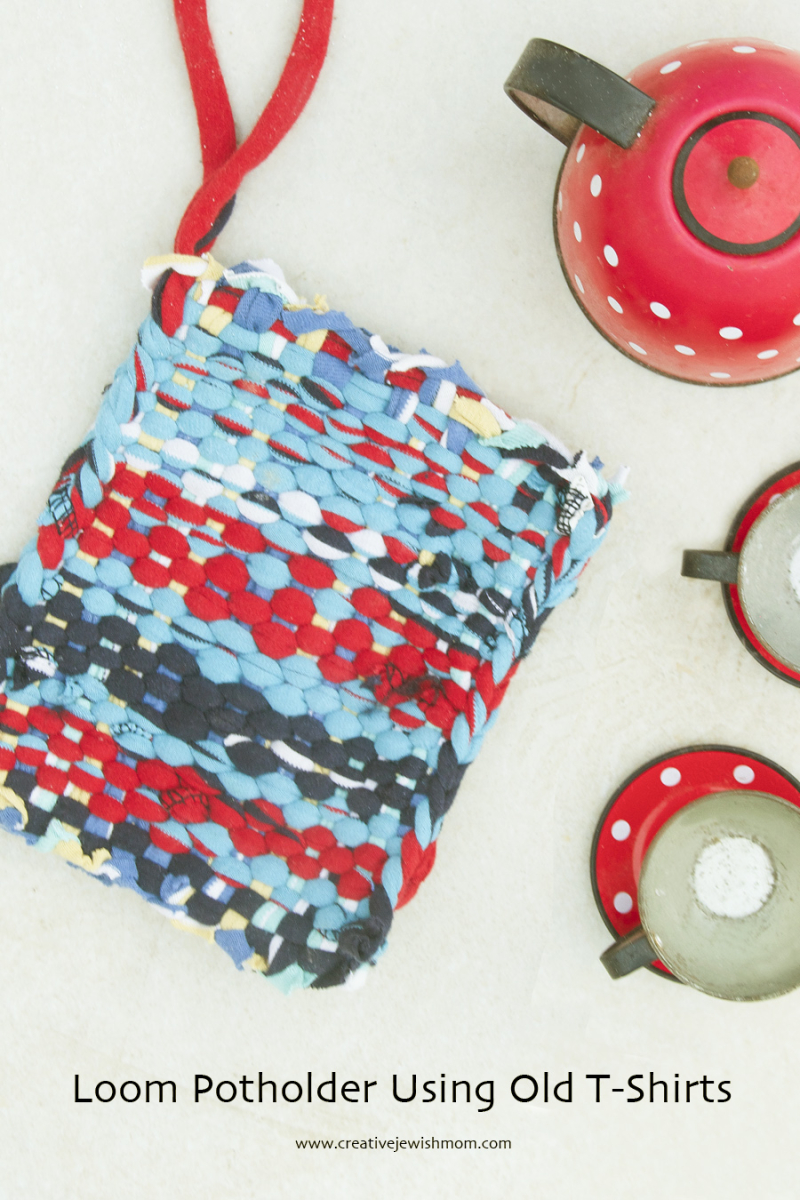 T-shirt fabric loops pot holder