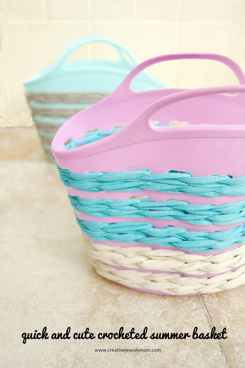 Crocheted summer basket with t-shirt yarn