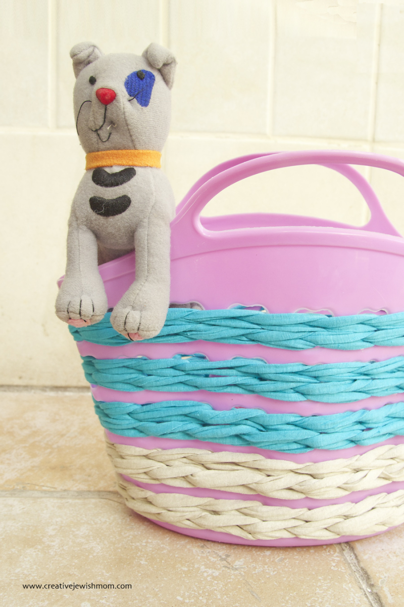 Crocheted Summer Plastic Basket With T-Shirt Yarn